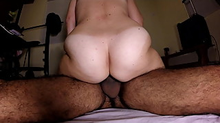 Hairy amateur wife peluda big strong ass rides cums